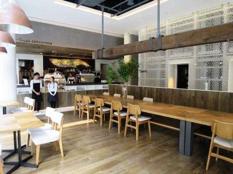 『Me's CAFE & KITCHEN at METoA Ginza』の店内