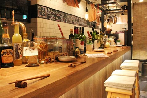 「Gril&Wine bar mosh Kitchen」店内