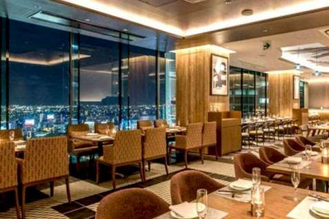 『The Living Room with SKY BAR』の店内